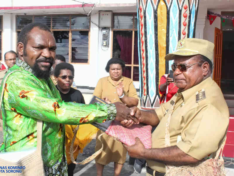 Yayasan Noken Papua Beri Penghargaan Unesco Award Ke Pemkot Sorong Papuaus Papua Untuk Semua Informasi Berita Harian Papua Yang Terbaru