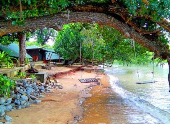 Umang Umang Chalet Pantai Kuala Sungai Baru buaian