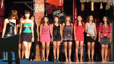 pretty Burmese girls at Chinatown