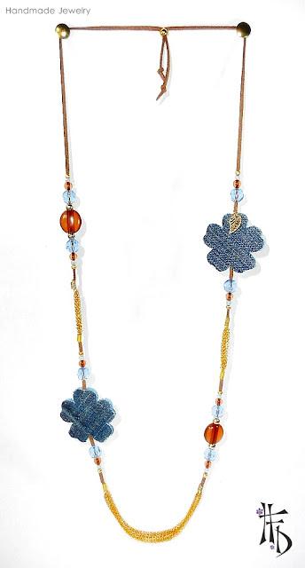 UNIA. Collar con flores denim · Denim flowers necklace