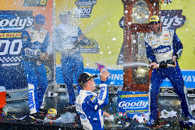 Jimmie Johnson wins at Martinsville