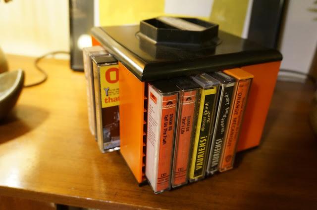 vintage cassette tape k7 holder stand 1970s 70s années 70