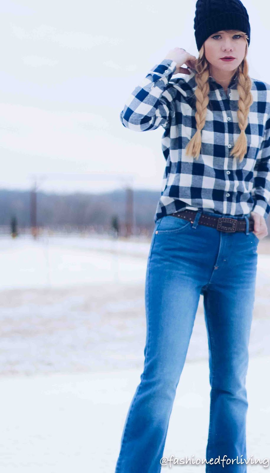 womens wrangler jeans outfit.