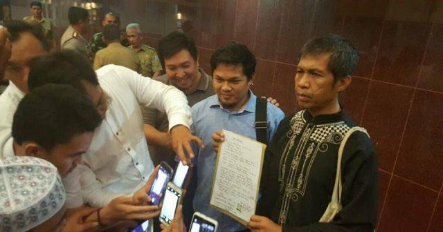 "Dapat Kecaman Luas karena Azan Diteriaki ""Huuu"", Panitia Aksi 1000 Lilin di Palembang Minta Maaf"