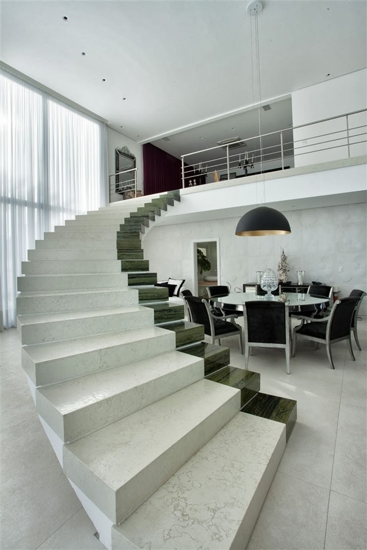 Marble stairs in Dream home by Pupo Gaspar Arquitetura