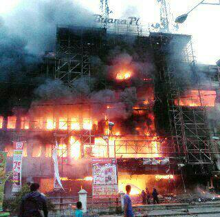 Plaza Terbakar Gedung Terbengkalai, Kenangan Terkulai