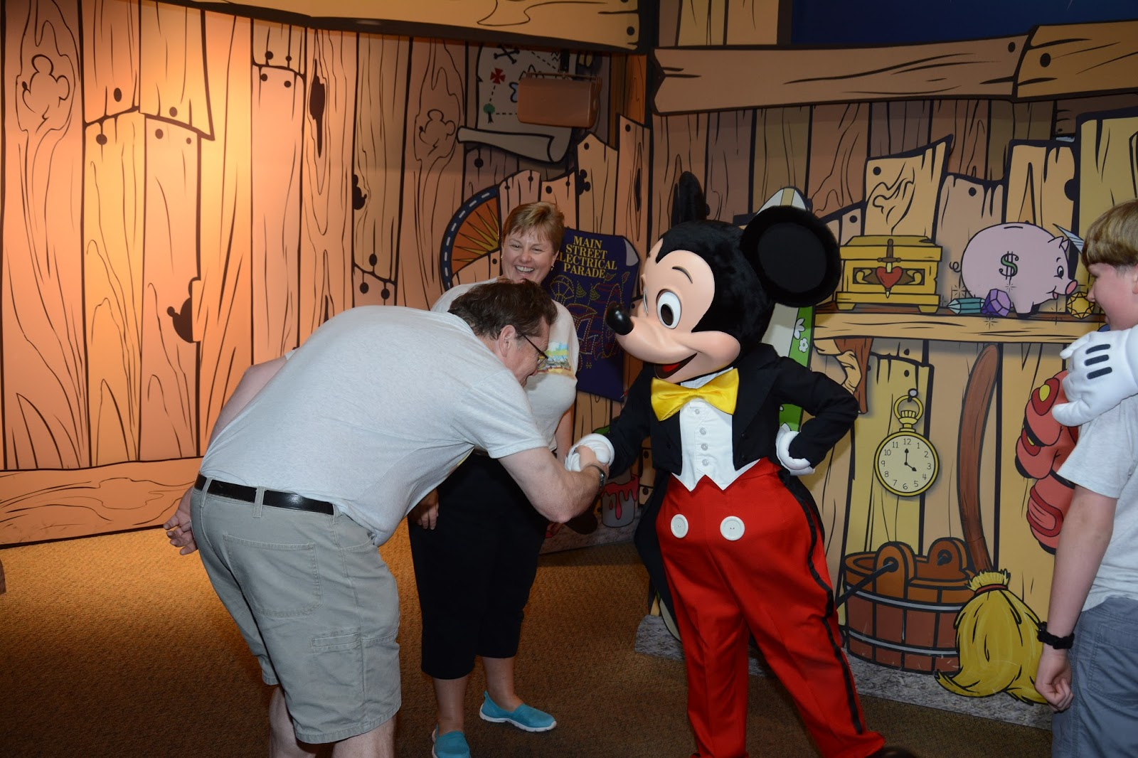Williams family perks of traveling with a disney rewards visa card members just need to show their disney rewards visa to the cast member handling the queue the name is written down but no other information is kristyandbryce Choice Image