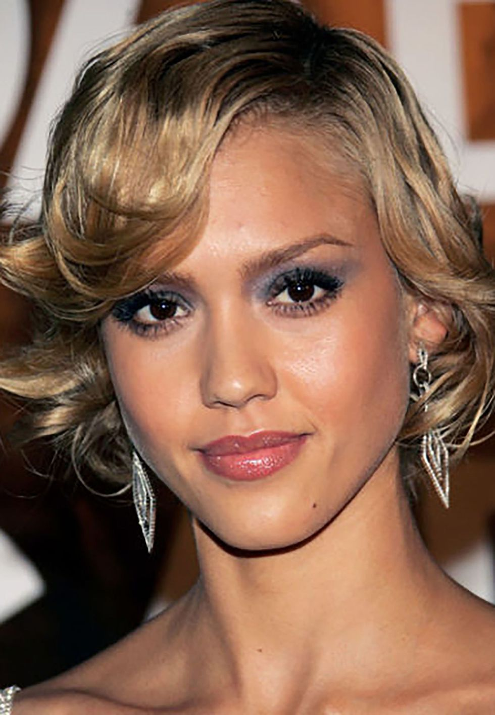 Jessica Alba's look rough blow-dry