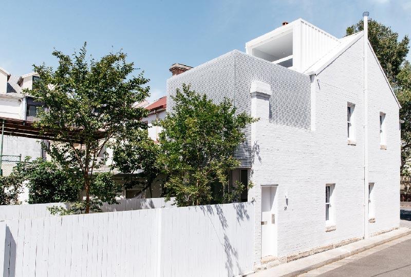 casa di mattoni bianchi