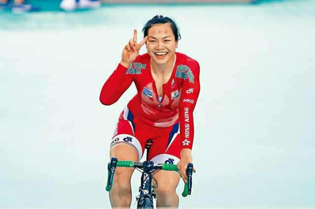 Beautiful Chinese Girl Rides Bicycle From Morocco To Lagos