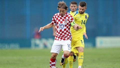 CĐV tước tấm băng đội trưởng của đội tuyển quốc gia Croatia từ tay tiền vệ Luka Modric.