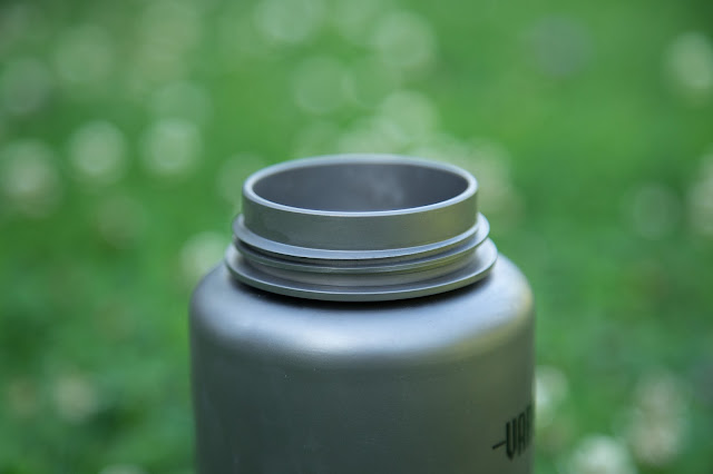 Vargo Para-Bottle  Die ultimative Trinkflasche für Outdoor Aktivitäten  Titan-Trinkflasche 05