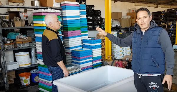 Πως καθαρίζουμε τους πλαστικούς τροφοδότες οροφής Video
