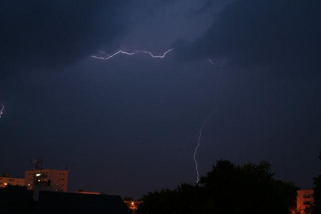 Foudre lors d'un orage proche (septembre 2012)