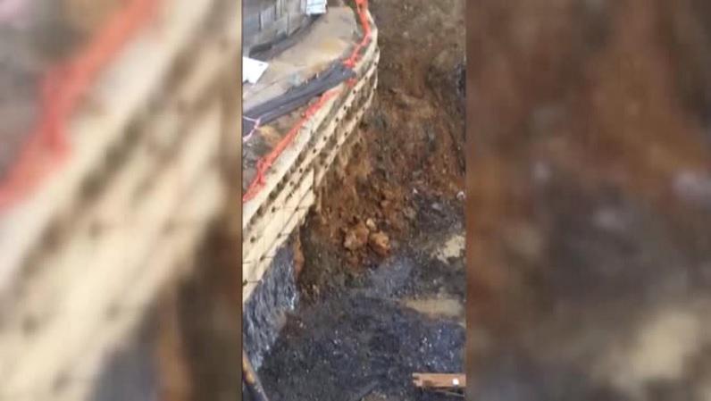 İstinat duvarı yıkıldı, binalar boşaltıldı!