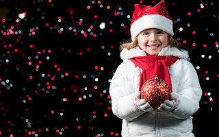 Excited-about-Christmas-beautiful-little-girl-wallpaper-for-sharing-HD-image.jpg