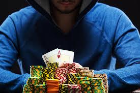 Strategy Dalam Menghadapi Lawan di Meja Poker