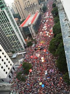 Milhares de manifestantes demostram apoio ao governo nas ruas em todos os estados do Brasil
