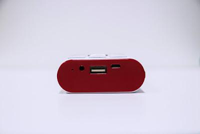 Smobile L2 với cổng USB sạc cho máy khác