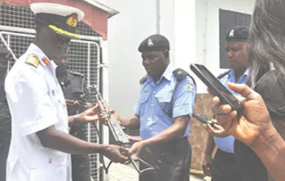 nigerian navy recovers ak47 snatched police