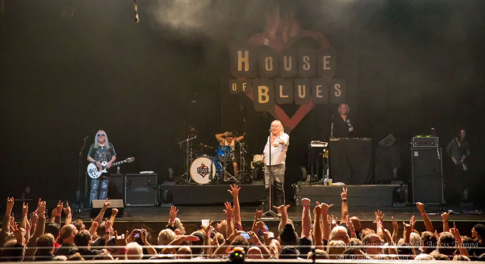 THE CLASSIC ROCK MUSIC REPORTER: MICK BOX OF URIAH HEEP FROM HOUSE