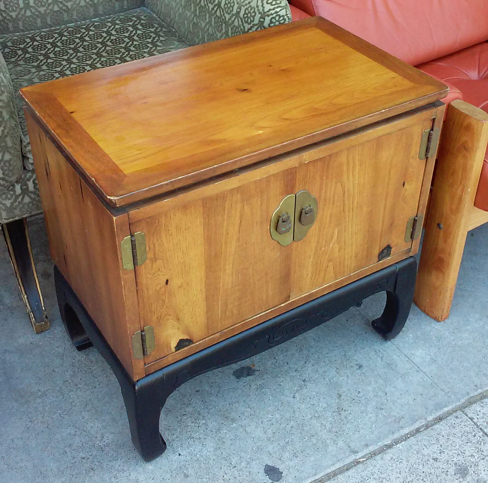 UHURU FURNITURE COLLECTIBLES SOLD BARGAIN BUY 13608 Asian