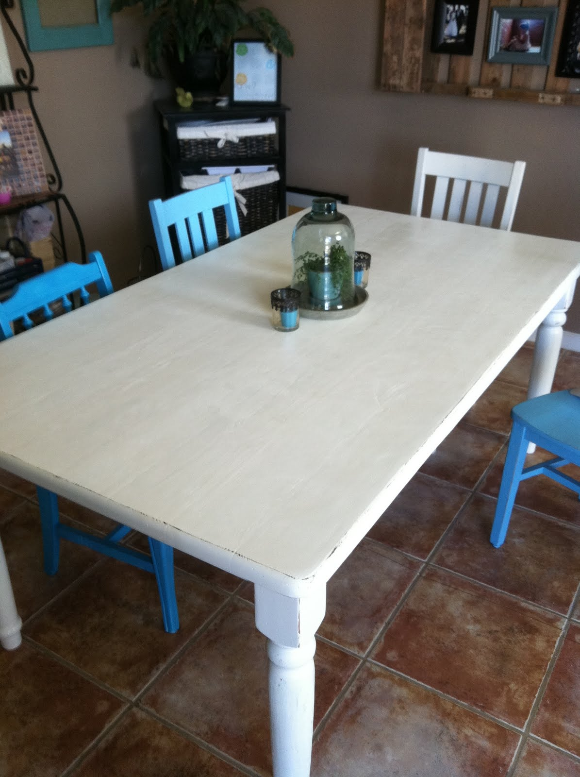 The baeza blog distressed dining table for Comedor gris vintage