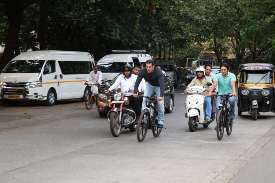 Salman Khan Rides Cycle on Bandra Streets