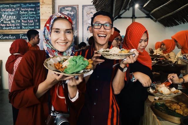 bakoel ussy warteg kekinian  menyajikan masakan nusantara