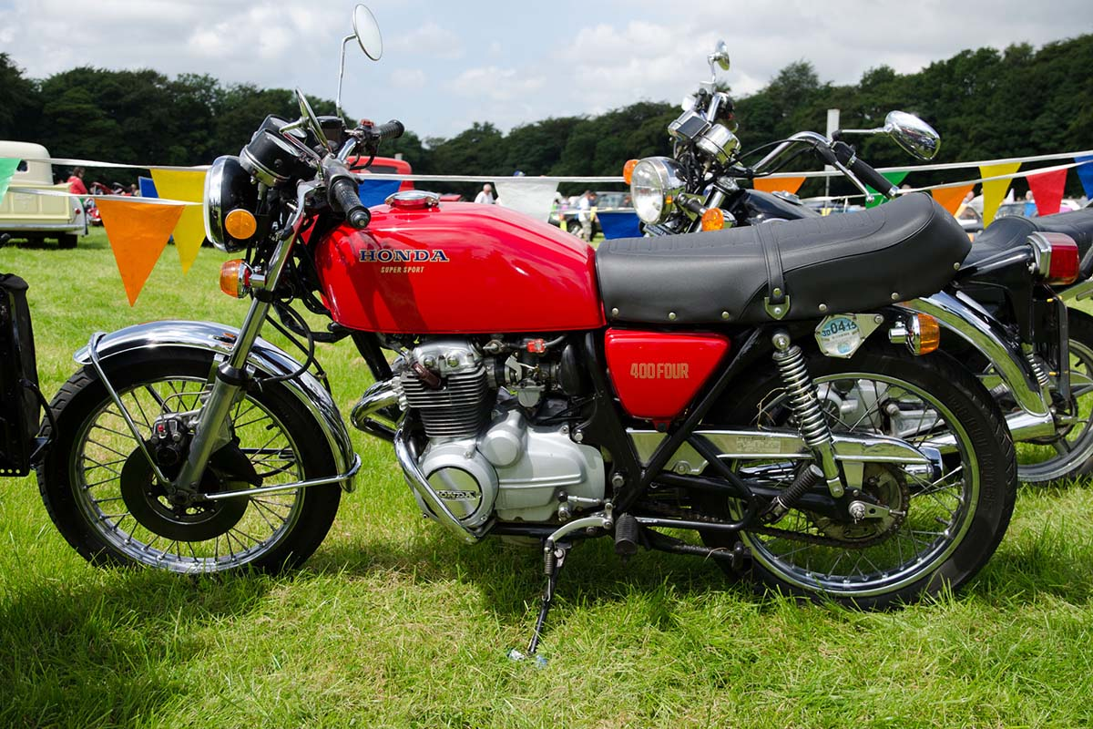 Honda CB400F klasik warna merah