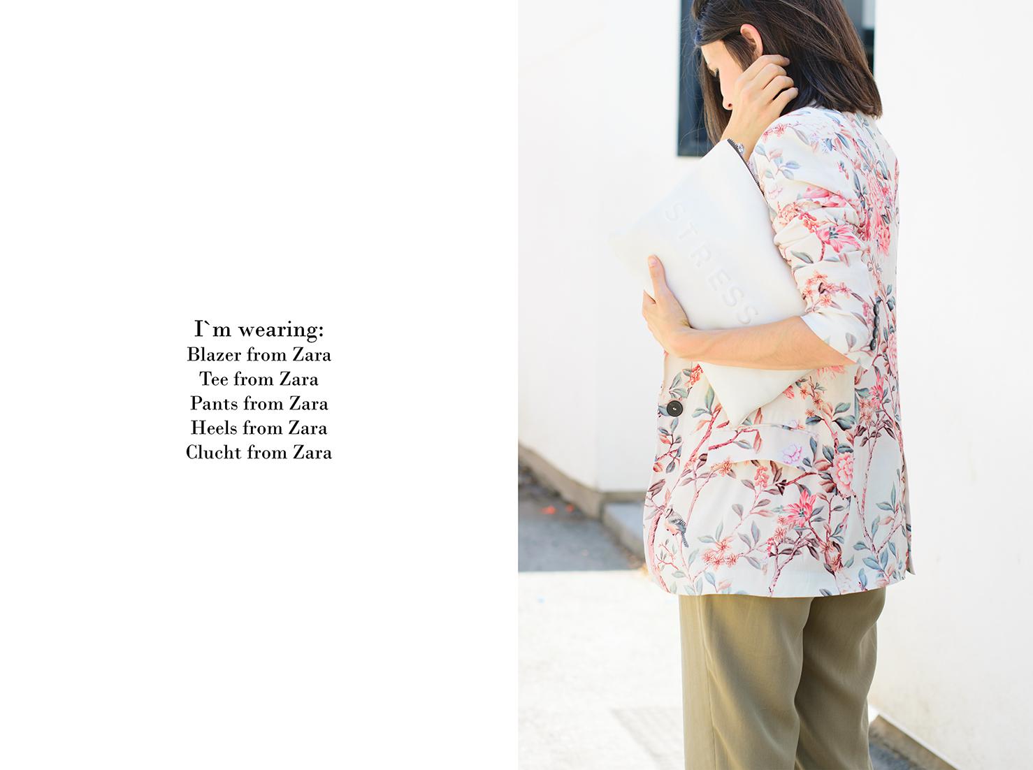 look con blazer de flores de zara