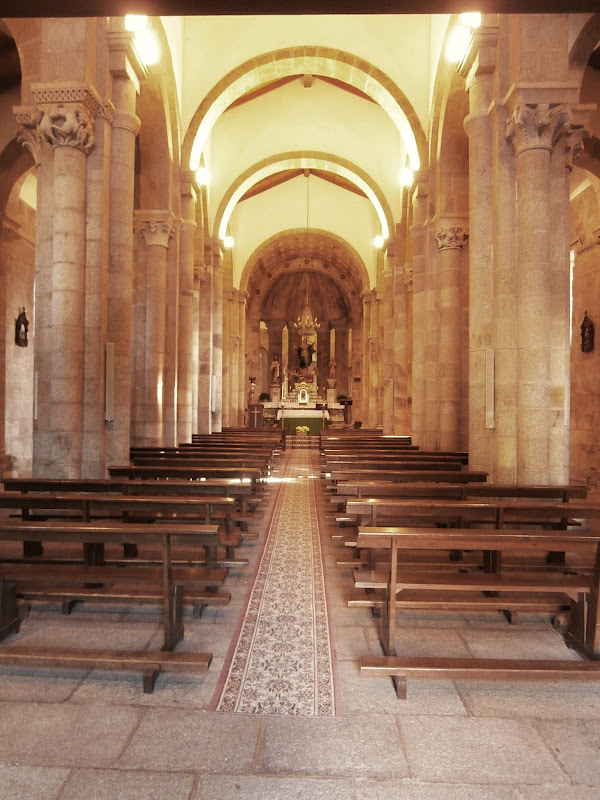 1000 lugares en galicia iglesia rom nica de santa mar a for Interior iglesia romanica