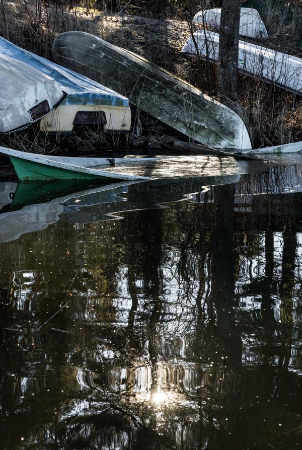 veneet keväällä soutuvene venepaikka järvi