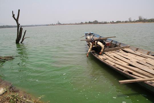 Gia Lai: Hoảng hồn vì nước sông Ba bỗng chuyển màu xanh