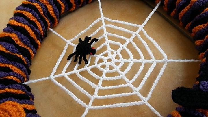 Häkelfieber: Halloween-Kranz \'Spinne im Netz\'
