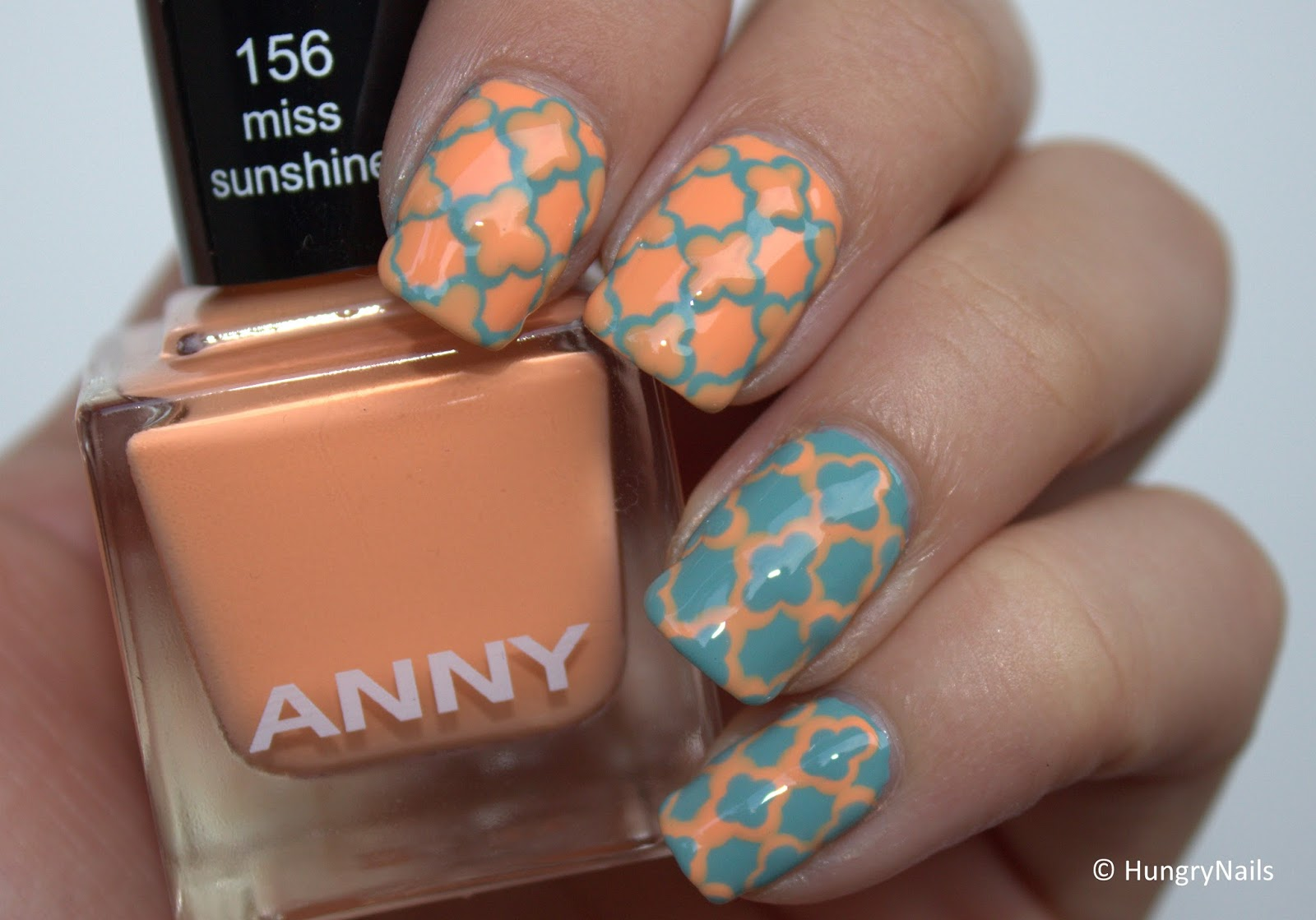 http://hungrynails.blogspot.de/2014/07/anny-yachting-holidays-quatrefoil-design.html