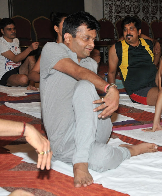 Aneel Murarka practiced yoga with 5000 students at Yoga Gastric Festival