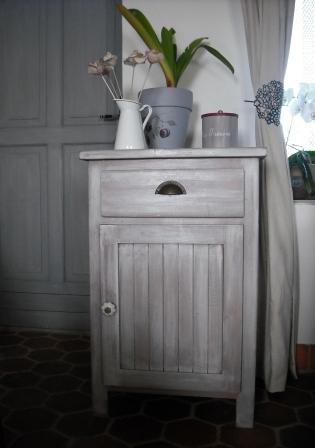 petit meuble peindre. Black Bedroom Furniture Sets. Home Design Ideas