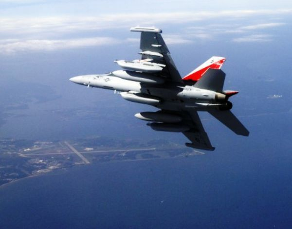 Australia Beli 12 Radar Jamming EA-18G Growlers