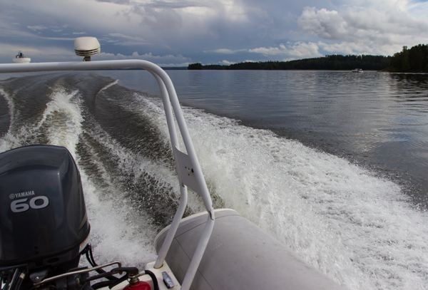moottoriveneily moottori kumiveneessä suomen saaristo etelä-suomi suurin järvi