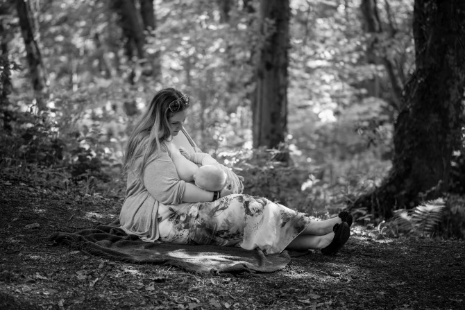 Breastfeeding Dot in the woods, black and white