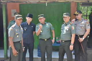 Aspers Kasad Tinjau Pelaksanaan TMMD Ke 98 di Desa Jombok Kecamatan Pule