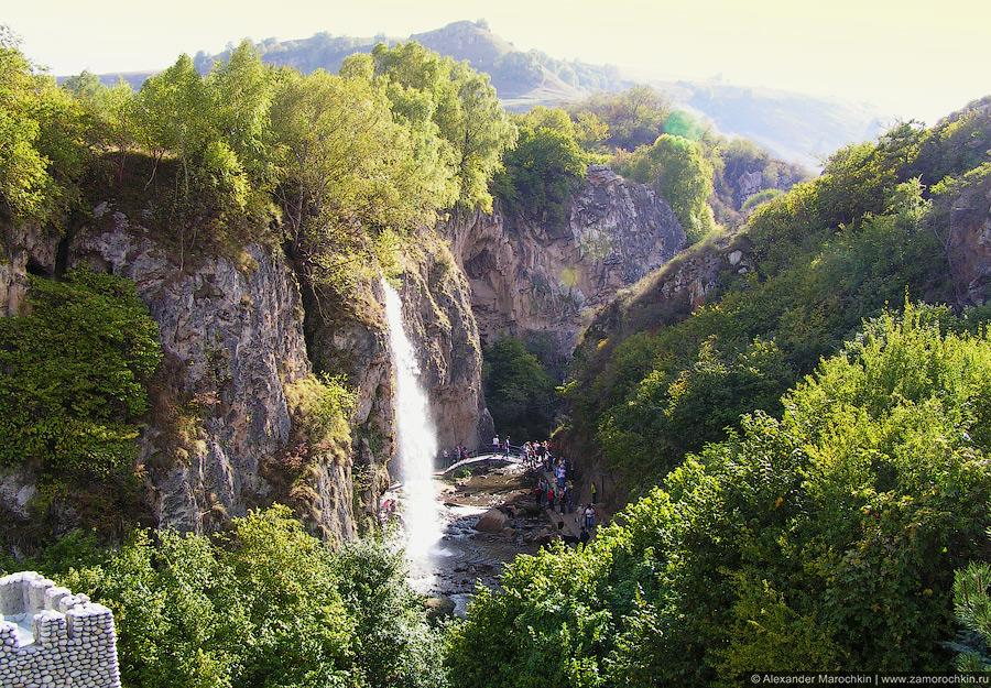 Вид сверху на каньон с Медовыми водопадами