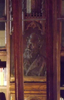 busto em bronze do escritor Guerra Junqueiro