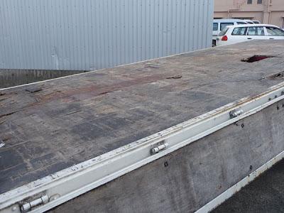 施工前のトラックの荷台
