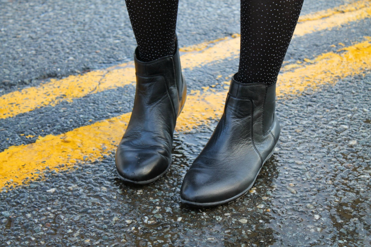 Tips to look expensive: wear black leather boots or shoes