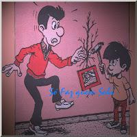 Pai e filho estragando a parede ao colocar um quadro. Vão ter que fazer pequenos reparos na alvenaria