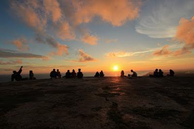 Jika Anda pernah mendengar kata Yogyakarta mungkin juga pernah mendengar sebuah pantai den Bukit Parangndog: Spot Terbaik Berburu Sunset di Jogja