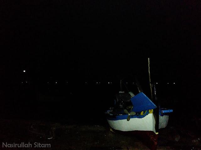 Menjelang subuh di pantai kartini Jepara