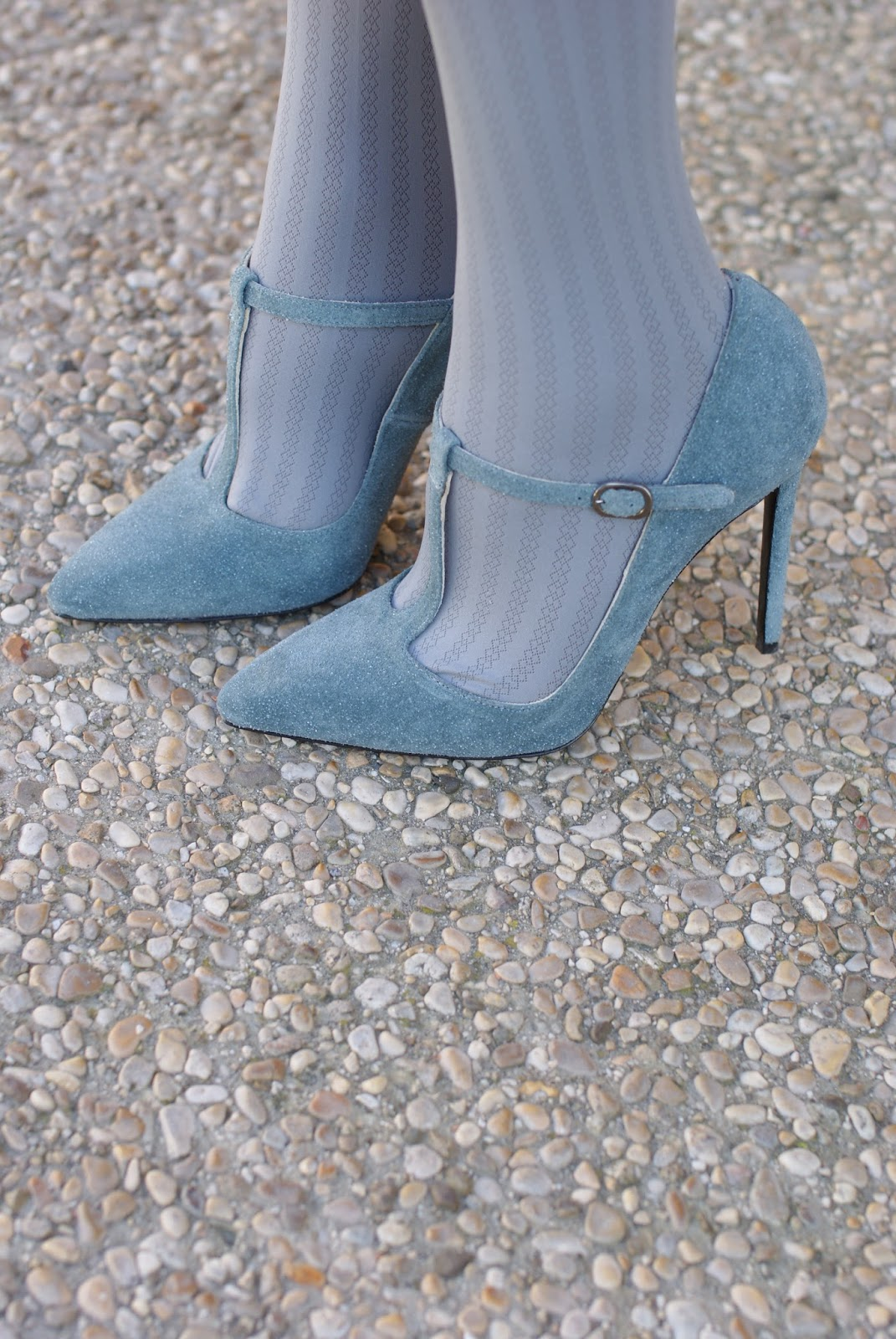 serenity azure gaia d'este t-bar shoes for a romantic outfit on Fashion and Cookies fashion blog, fashion blogger style